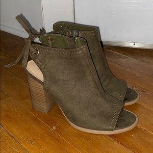 Olive tie back heels